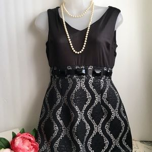 Nueva V-Neck Sleeveless Cocktail Dress - Size 4